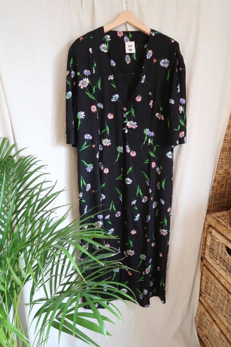 Svart blommig klänning