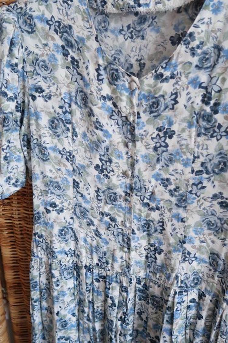 Blå blommig vintageklänning