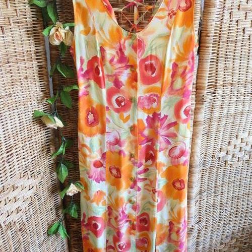 Klänning med slits & fin knytdetalj bak