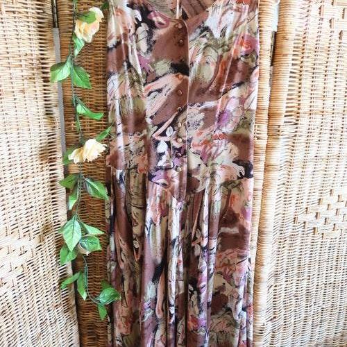 Brunmönstrad klänning