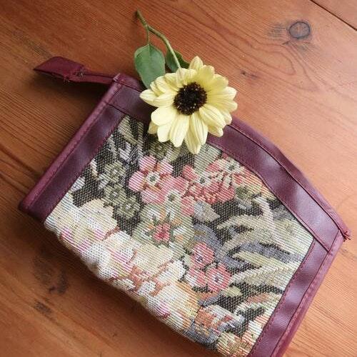 Necessär med blommönster