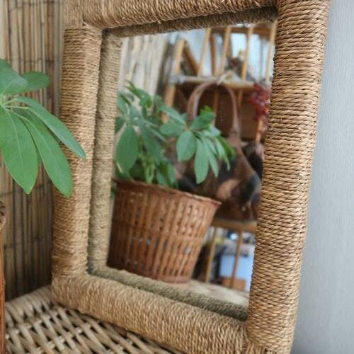 Spegel i naturmaterial