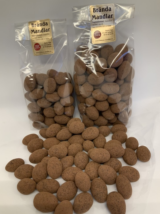 Kakao choklad mandlar 330 gram.