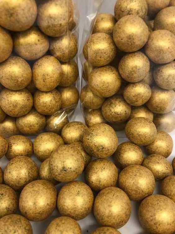 Guld choklad hasselnötter