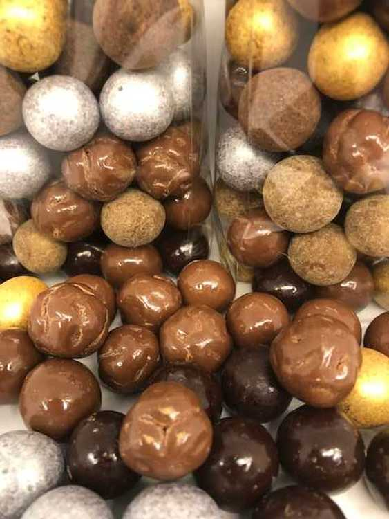Mix med choklad hasselnötter