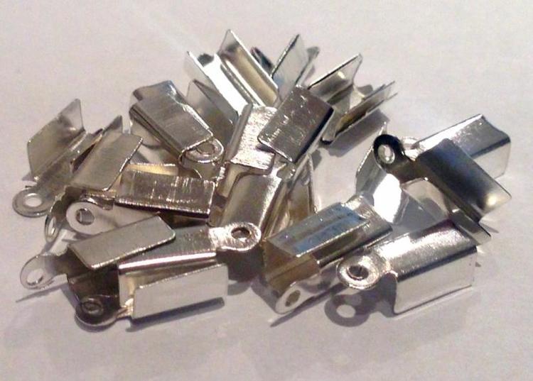 Silverfärgade fästen 3 mm, ca 20 st