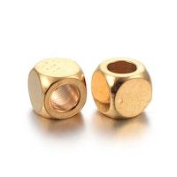 Guldfärgat rostfritt stål kuber 4x4 mm, 10 st