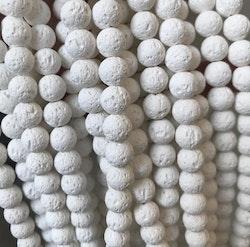 Vita lavapärlor 8 mm, 1 sträng