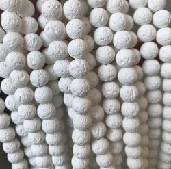 Vita lavapärlor 6 mm, 1 sträng