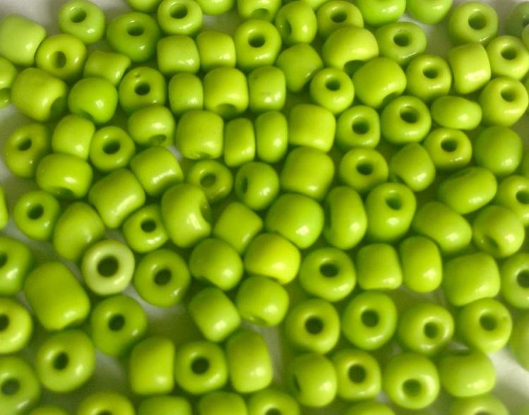 Seed beads 4 mm lime, ca 2500 st
