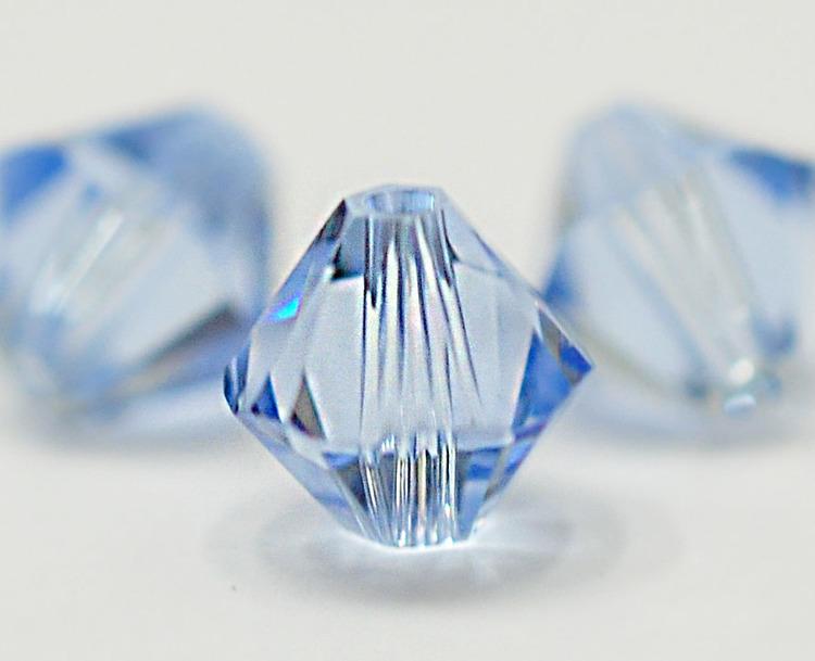 Swarovski 4 mm bicone ljusblå, 1 st
