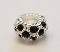 Silverfärgad strassdonut 10 mm svart, 1 st