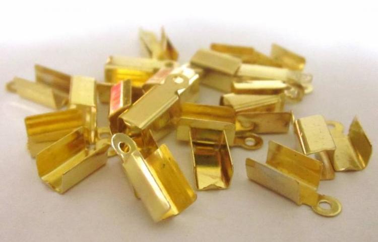 Guldfärgade fästen 3 mm, ca 20 st