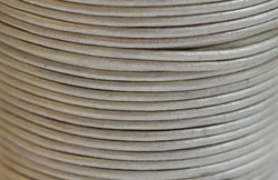 Lädersnöre 1.5 mm silver metallic, 1 m