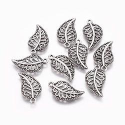 Antikfärgade berlocker mönstrade löv, 10 st