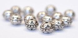 Antikfärgade metallpärlor 8 mm med mönster, ca 100 st