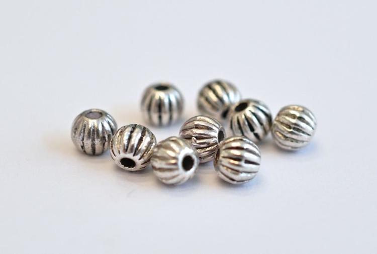 Antikfärgade metallpärlor räfflade 6 mm, ca 100 st