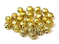 Antikt guldfärgade mönstrade små metallpärlor 6 mm, ca 10 st