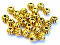Antikt guldfärgade metallpärlor 6 mm räfflade, ca 100 st