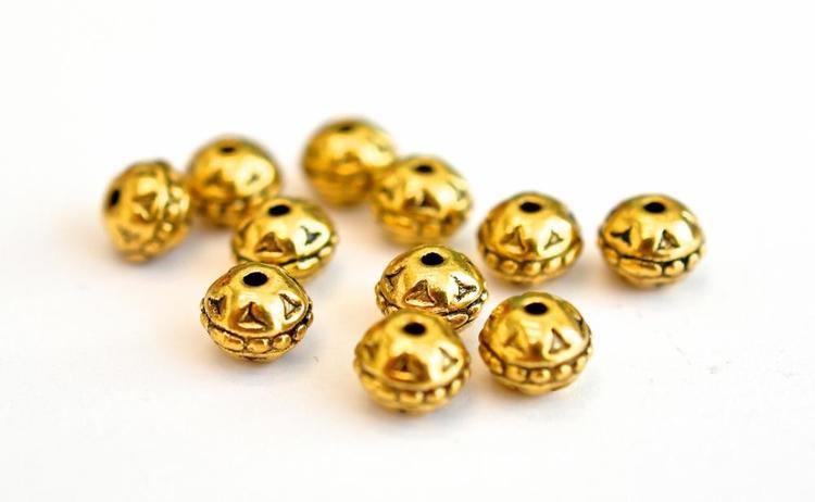 Antikt guldfärgade mönstrade pärlor 8 mm, ca 100 st