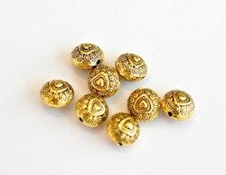Antikt guldfärgade metallpärlor 10 mm med hjärtan, 10 st