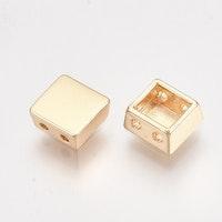 Guldfärgad slät fyrkant 2 hål, 1 st