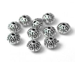Antikfärgade metallpärlor fint mönstrade 7 mm, 10 st