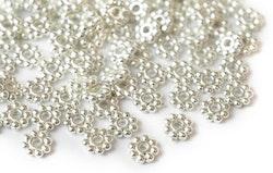 Silverfärgade daisys 5 mm, ca 300 st