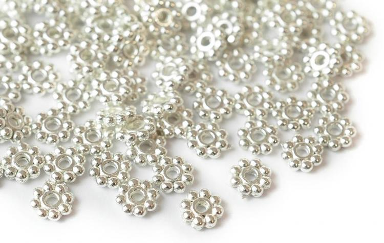Silverfärgade daisys 5 mm, ca 100 st