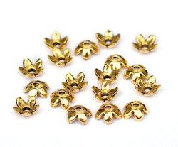 Antikt guldfärgade pärlhattar 6 mm blommor, ca 100 st