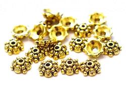 Antikt guldfärgade pärlhattar 8 mm mönstrade, ca 100 st