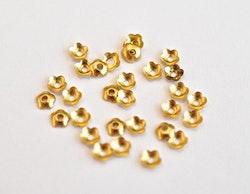 Guldfärgade pärlhattar 4 mm blommor, ca 50 st