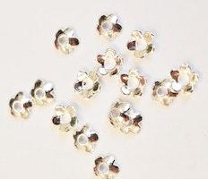 Silverfärgade pärlhattar 6 mm blommor, ca 100 st