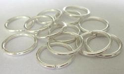 Silverfärgade bindringar 4 mm, ca 50 st