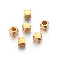 Guldfärgat rostfritt stål kuber 3x3 mm, 10 st