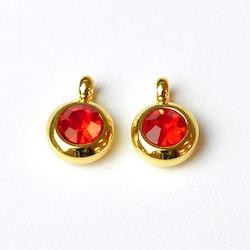 Guldfärgat rostfritt stål berlock med ögla, liten röd, 1 st
