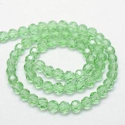 Facetterade glaspärlor 4 mm ljusgröna, 1 sträng