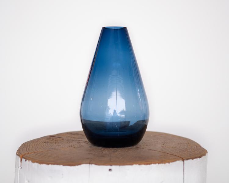 Blå dråpeformet vase
