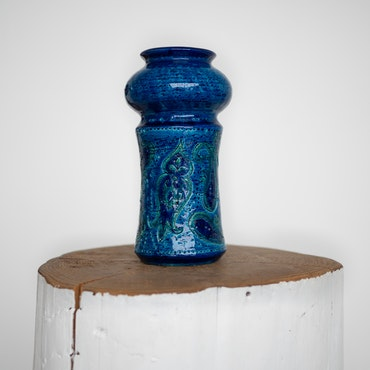 Blå keramikkvase