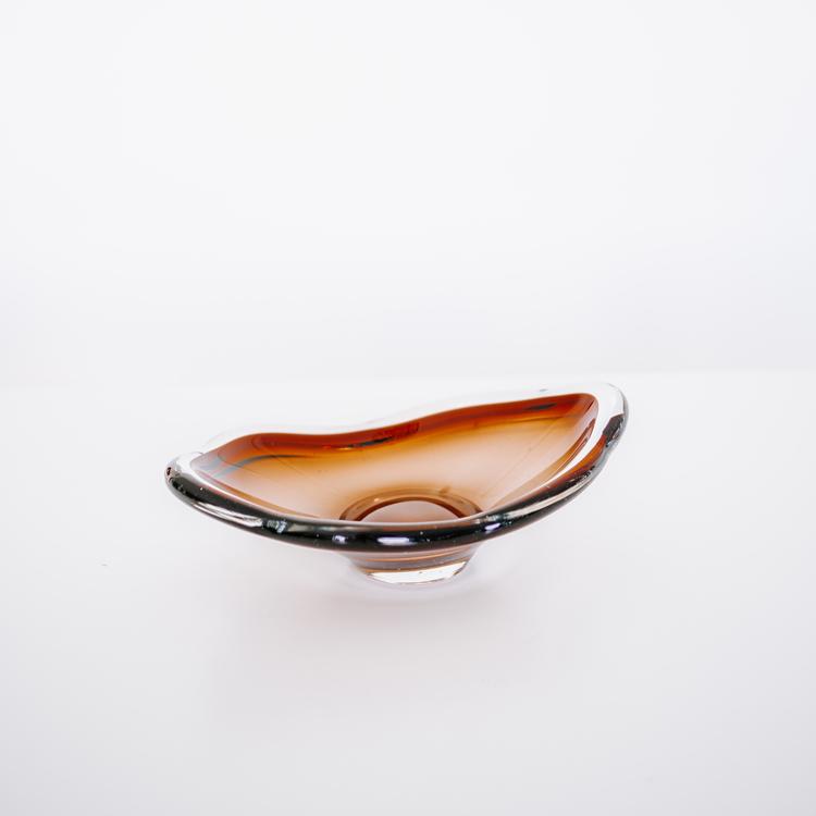 Brun glassskål