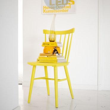 Gul stol (Pantone 2021)