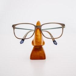 Neseformet brilleholder i tre