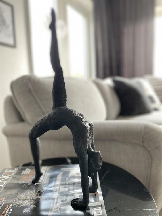 "Skulptur ""Yoga Cholena"" svart"