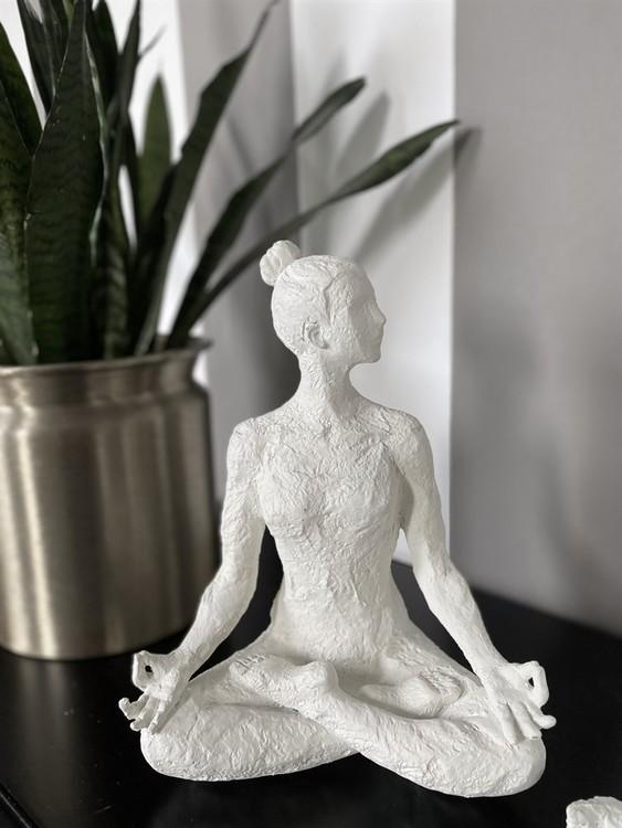 "Skulptur ""Yoga Etenia"" vit"