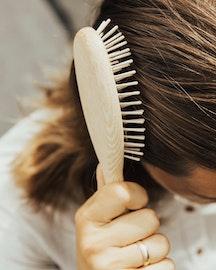 TEK - Medium hårborste i askträ med korta träpiggar