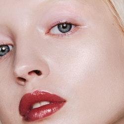 Mádara - Glossy Venom Hydrating Lip Gloss - Vegan Red