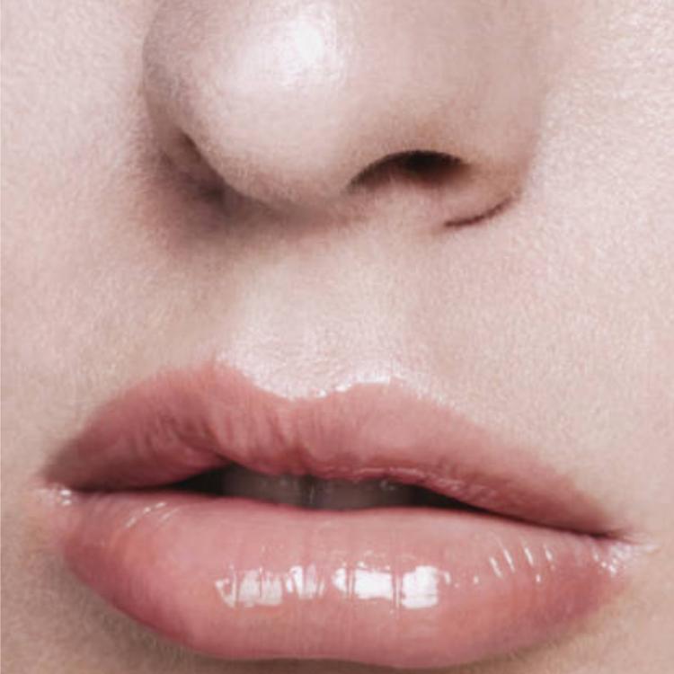 Mádara - Glossy Venom Hydrating Lip Gloss - Magnetic Nude