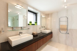 NILA Ti Håndkletørker med innstillbar tid: 2-8 timer eller konstant Av/På (Hvit eller Krom)