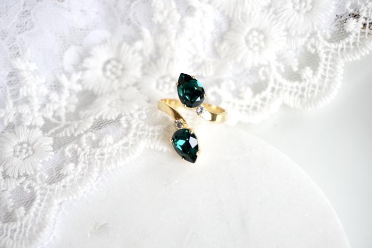 Leonore ring