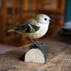 Handsnidad Kungsfågel i trä